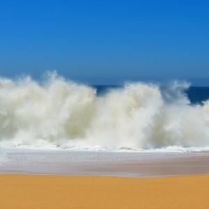 crashing-waves-140244_1280
