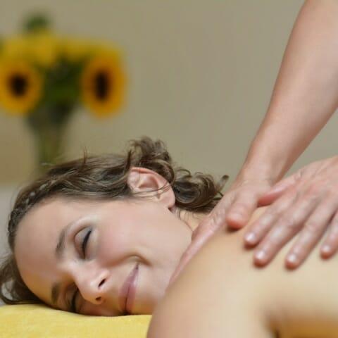 4 Tipps: Mit Rebalancing-Massage einen zufriedenen Kundenstamm aufbauen