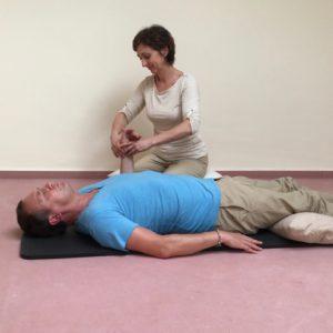 Partnermassage-Anleitung, Gelenkmobilisation, Sabine Zasche, Raum für Bewusstsein