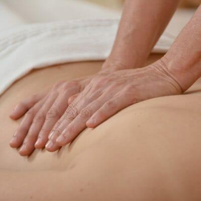 Aromaölmassage-Ablauf: Heilsame Berührung genießen