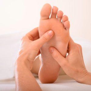 Aromaölmassage-Ablauf, Daumenstreichung am Fuß, Sabine Zasche, Raum fuer Bewusstsein