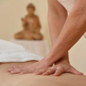 Massieren leicht gemacht: 3 Methoden für entspanntes Massieren mit Übungen