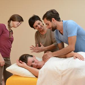 Sei hautnah dabei: Erlebe einen Tag in der Rebalancing-Massage-Ausbildung
