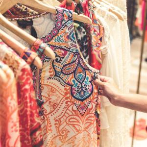 Kleidung auf Flohmarkt verkaufen