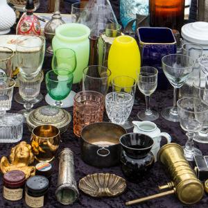 Flohmarkt Gläser und Krimskrams